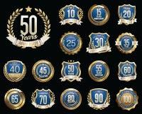 Grupo de crachás dourados do aniversário Grupo de sinais dourados do aniversário Imagens de Stock