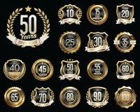 Grupo de crachás dourados do aniversário Grupo de sinais dourados do aniversário Fotos de Stock Royalty Free
