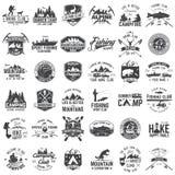 Grupo de crachás extremos da aventura Conceito para a camisa ou o logotipo, a cópia, o selo ou o T ilustração royalty free