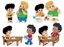 Grupo de criança que come o alimento delicioso com amigos Vetor ilustração royalty free