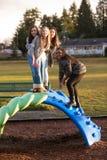 Grupo de crianças ativas que jogam fora no campo de jogos da escola Fotografia de Stock Royalty Free