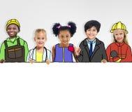 Grupo de crianças com conceitos profissionais da ocupação imagem de stock