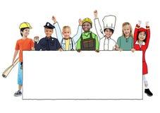 Grupo de crianças com conceitos profissionais da ocupação fotografia de stock