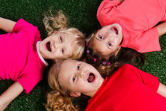 Grupo de crianças felizes Fotos de Stock Royalty Free
