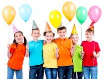 Grupo de crianças felizes com balões Fotos de Stock Royalty Free