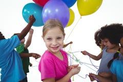 Grupo de crianças junto com balões foto de stock royalty free