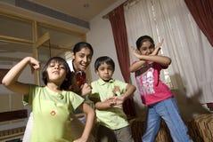 Grupo de crianças que fazem a expressão imagem de stock royalty free