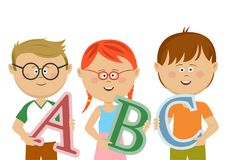 Grupo de crianças que guardam letras do ABC Fotografia de Stock