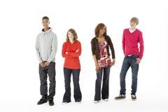 Grupo de cuatro adolescentes en estudio Imagen de archivo libre de regalías