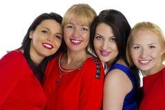 Grupo de cuatro atractivos, mujeres felices jovenes hermosas Aislado en whi imagen de archivo