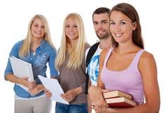 Grupo de cuatro estudiantes Imágenes de archivo libres de regalías