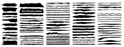 Grupo de 80 cursos da escova da tinta do grunge Pintura artística preta, mão tirada Seque a coleção dos elementos do curso da esc ilustração stock