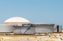 Grupo de depósitos de gasolina grandes Terminal de Ras Tanura, Arábia Saudita Imagens de Stock Royalty Free