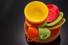 Grupo de dishware no preto fotografia de stock royalty free
