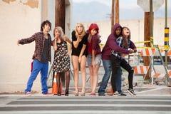 Grupo de divertimento que ama adolescentes punky Foto de Stock Royalty Free