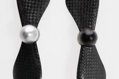 Grupo de duas hélices deaperto da fibra do carbono para um quadcop Foto de Stock