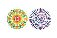Grupo de duas mandalas coloridas diferentes ilustração do vetor