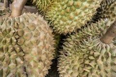 Grupo de durian en la mercado de la fruta Fotos de archivo