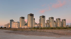 Grupo de edificios en la salida del sol Imagen de archivo libre de regalías
