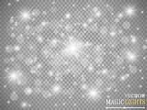 Grupo de efeitos das luzes de incandescência dourados no fundo transparente Flash de Sun com raios e projetor Luz do fulgor Foto de Stock
