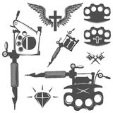 Grupo de elementos da tatuagem e de máquinas da tatuagem Foto de Stock Royalty Free