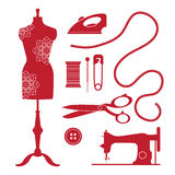 Grupo de elementos e de emblemas da costura do vintage Logotipo antiquado da loja do alfaiate Imagens de Stock Royalty Free