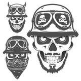 Grupo de emblemas, de logotipo, de tatuagem e de cópias do estilo do vintage do crânio da motocicleta Foto de Stock