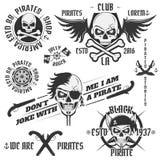 Grupo de emblemas do pirata do vintage, tatuagem, ícone, camisa de t Foto de Stock Royalty Free