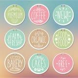 Grupo de emblemas retros Etiquetas do alimento do vintage Rotulação desenhado à mão ilustração royalty free