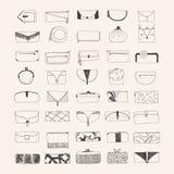 Grupo de embreagens e de bolsas tiradas mão no fundo bege Bolsas decoradas com formas diferentes e decoração Fotos de Stock Royalty Free