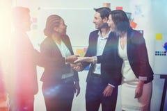 Grupo de empresários felizes que agitam as mãos Imagem de Stock Royalty Free