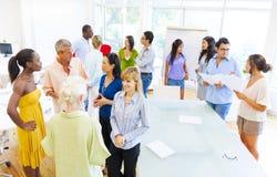 Grupo de empresários que têm uma reunião fotografia de stock royalty free