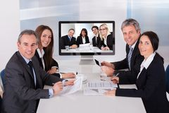Grupo de empresarios en videoconferencia Imagen de archivo