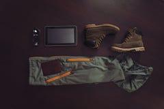 Grupo de equipamento para o homem ou a mulher do turismo foto de stock