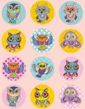 Grupo de esboço engraçado da coruja, garatuja Teste padrão sem emenda em um fundo cor-de-rosa Foto de Stock Royalty Free