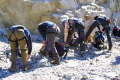 Grupo de escalada do gelo Foto de Stock