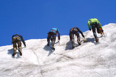 Grupo de escalada do gelo Fotos de Stock Royalty Free