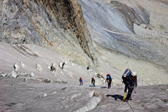 Grupo de escaladores en glaicer Foto de archivo