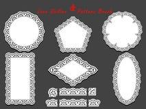 Grupo de escova branca delicada do teste padrão do laço e guardanapo, doilies e elementos laçado diferentes do tracery Imagens de Stock
