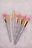 Grupo de escova da composição no fundo branco da pele Fotos de Stock Royalty Free