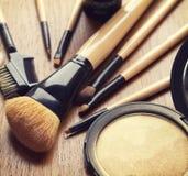 Grupo de escovas da composição e de pó do highlighter do bronzer imagens de stock