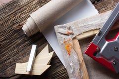 Grupo de escovas para pintar, lona, grampeador, grampos, subframe Fotografia de Stock Royalty Free