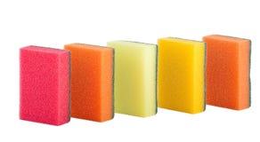 Grupo de esponjas coloridas da cozinha isoladas Foto de Stock