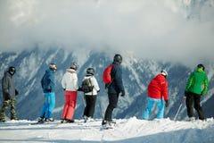 Grupo de esquiadores jovenes Fotografía de archivo libre de regalías