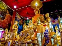 Grupo de estatuas pintadas oro de Buda Fotos de archivo libres de regalías