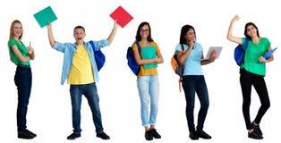 Grupo de 5 estudantes caucasianos e latino-americanos felizes fotos de stock