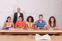 Grupo de estudantes felizes Imagens de Stock Royalty Free