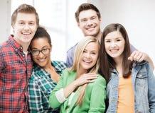 Grupo de estudantes na escola Fotografia de Stock