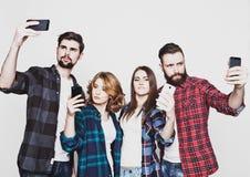 Grupo de estudantes que tomam o selfie fotografia de stock royalty free