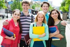 Grupo de estudiante al aire libre Imágenes de archivo libres de regalías